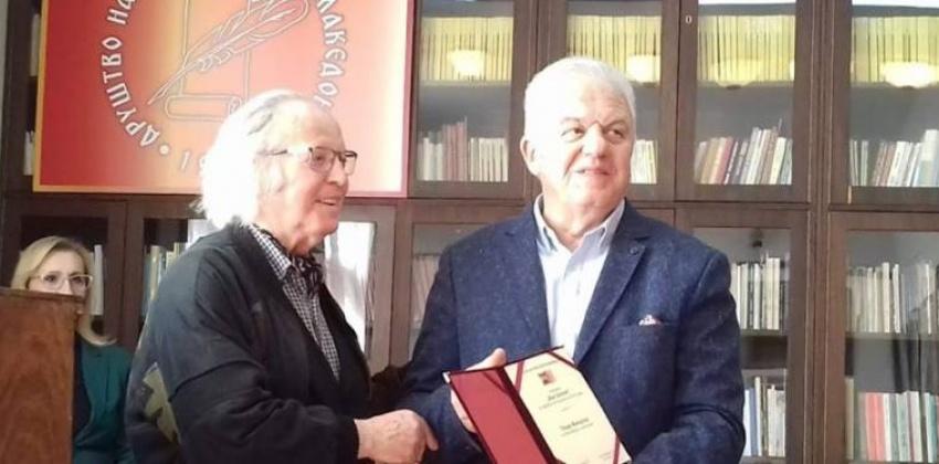 """Панде Манојлов: """"Да си ја сакаме татковината како Рацин, Шопов, Конески""""  (Интервју со добитникот на наградата за поезија """"Ацо Шопов"""")"""