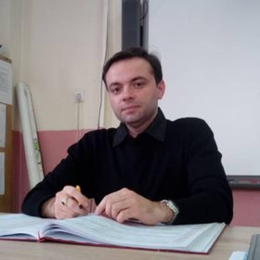 Нa училиште се учи за знаења, а не за оценки, пишува Александар Адамовски