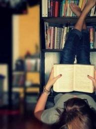 """""""Направи Selfie со твојата омилена книга""""- кампања на Битолската Библиотека за привлекување нови читатели"""