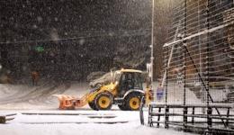 Граѓаните да ги отстранат возилата од коловозите за да можат екипите на ЈП Нискоградба да го исчистат снегот, апелираат од јавното претпријатие
