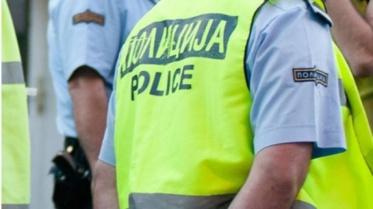 Маж се бори за живот, двајца други се тешко повредени откако возило излетало од патот кај Кукуречани