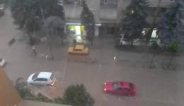 Во Битола наврнаа 36 литри дожд на метар кавдратен за 15 минути, вечерва кризен штаб